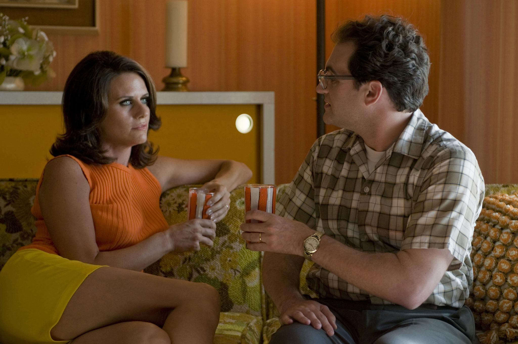 still-of-amy-landecker-and-michael-stuhlbarg-in-a-serious-man-(2009)