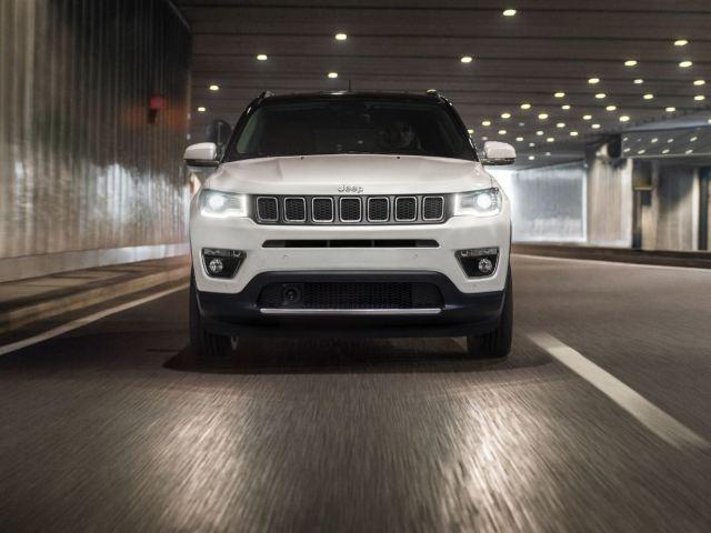 Avis incorpora el Jeep Compass Longitude