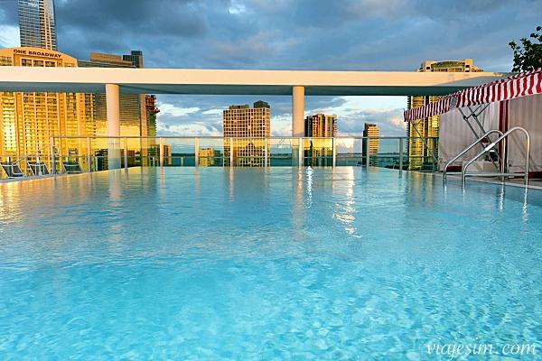 Onde ficar em Miami Atton Brickell Miami hotel para enxoval do bebe em Miami Atton Brickell Miami Pool Deck