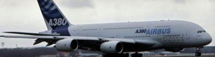Los billetes del primer vuelo comercial del avión gigante A380, que será operado por Singapore Airlines (SIA) en octubre, alcanzaron este martes más de 8.000 dólares en las subastas del sitio internet eBay que comenzaron el lunes.