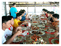 classmates eating lunch