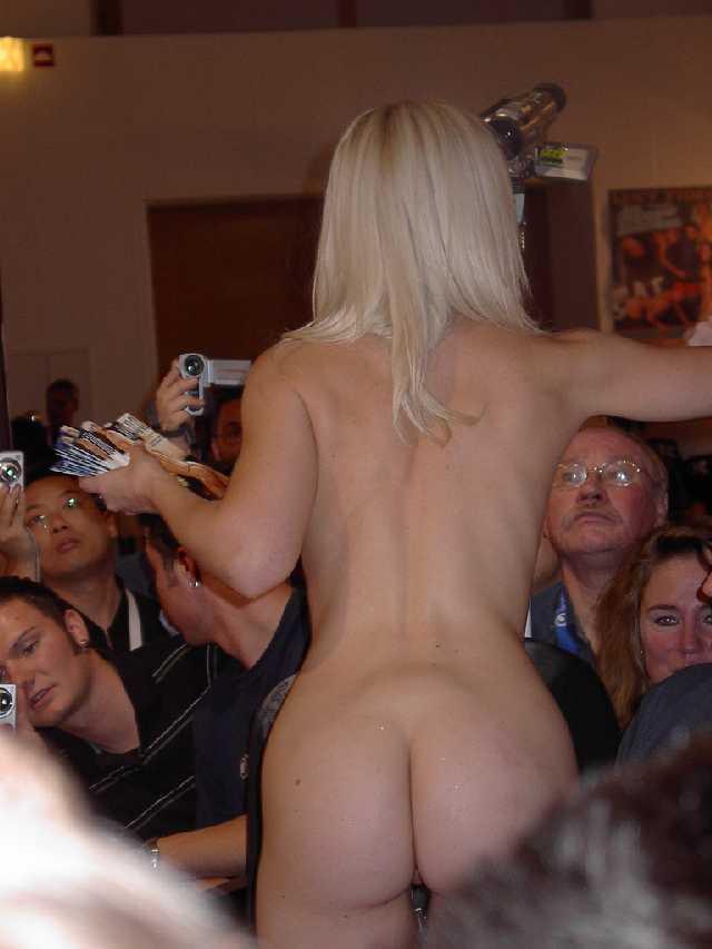 naked women masturbating in crowd