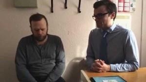 Πατέρας ακούει τη σιωπή για πρώτη φορά μετά από 10 χρόνια