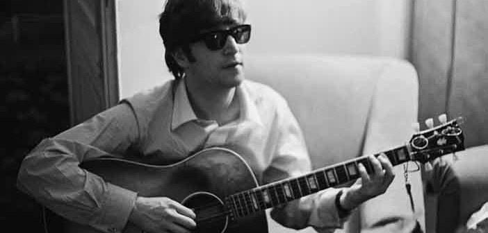 Abito di John Lennon all'asta a Cambridge