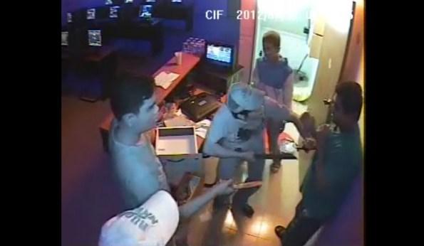 CAM-des-enfants-braquent-un-cybercafe-cam-1