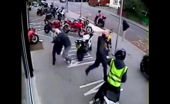 CAM-un-groupe-de-voleurs-armes-tente-de-s-emparer-de-motos-ducati