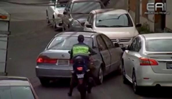 CAM-une-bande-de-voleurs-manque-de-tuer-des-agents-de-securite-pour-s-enfuir