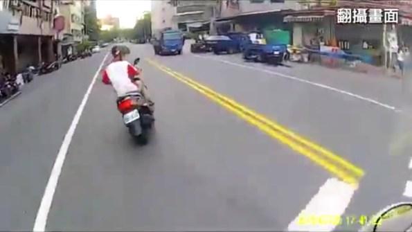 ET-course-poursuite-d-un-scooter-a-taiwan