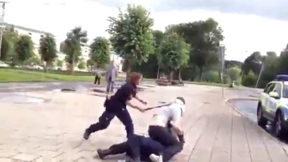 ET-deux-policiers-suedois-tentent-d-interpeller-un-homme-ivre