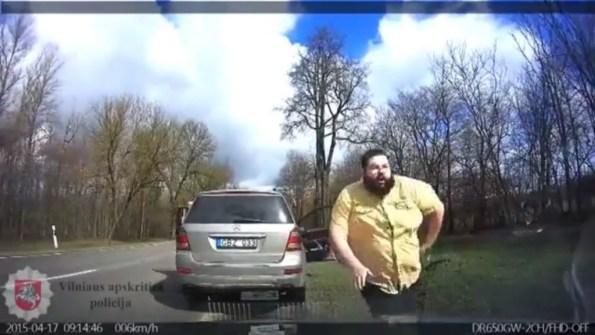 ET-les-policiers-ne-s-attendaient-pas-a-cela-en-interceptant-cette-voiture