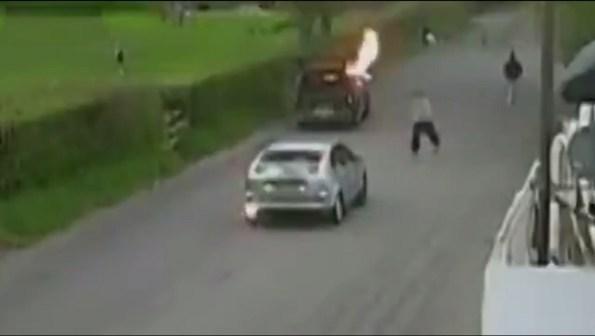 ET-un-braqueur-percute-une-voiture-de-police-banalisee-pour-s-enfuir