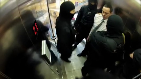 HF-la-fipn-a-l-assaut-d-un-ascenseur