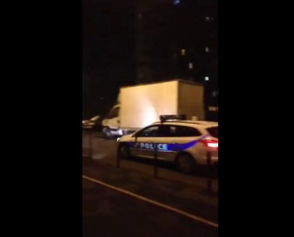 PERLES-la-police-passe-la-marseillaise-au-haut-parleur