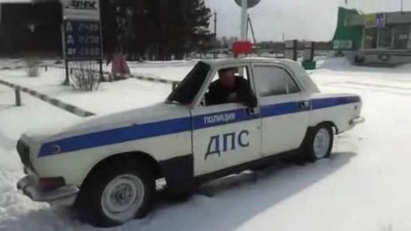 PERLES-la-police-russe-au-regime