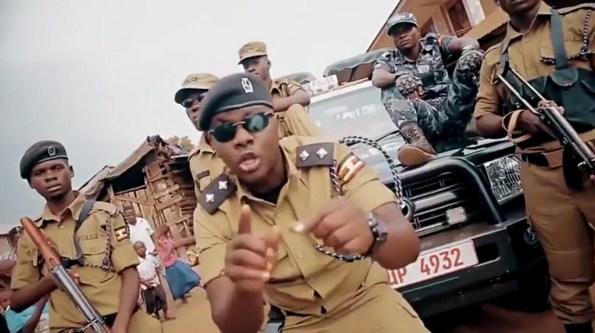 perles-ouganda-un-clip-de-rap-pour-redorer-le-blason-de-la-police