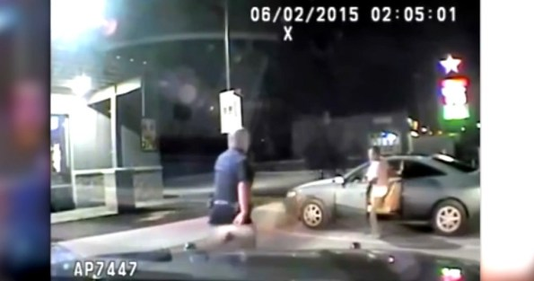 US-il-met-le-feu-instantanement-a-sa-voiture-blessant-grievement-deux-policiers