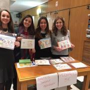 Les Puríssimeres obrin la Casa de Les Bolletes per vendre les postals solidàries
