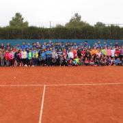 150 xiquets i xiquetes participen en la jornada multiesport de tennis