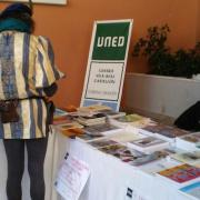 La UNED aconsegueix 150 quilos de solidaritat durant la Fira de Llibre de Vila-real
