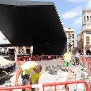Serveis Públics reposa el paviment més danyat de la plaça Major