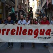 El Correllengua cívic s'ha celebrat avui amb una cercavila i l'espectacle de Xarxa Vives