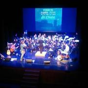 La Banda Jove de la Unió Musical la Lira i VerdCel van presentar anit el seu disc solidari