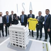 El cos tècnic i futbolistes grocs assisteixen a la XXVI Mostra Internacional a Vila-real