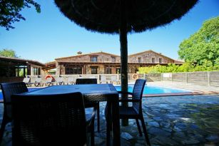 casa-rural-costa-brava-piscina-privada-porche-barbacoa-juegos-villa-paller-mas-estrada-002