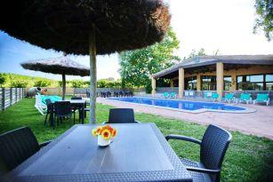 casa-rural-costa-brava-piscina-privada-porche-barbacoa-juegos-villa-mas-figueres-039