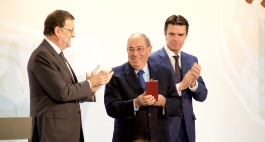 Rufino Calero, president of Vincci Hoteles, receives the Medal for Merit in Tourism from Spain's acting Prime Minister Mariano Rajoy