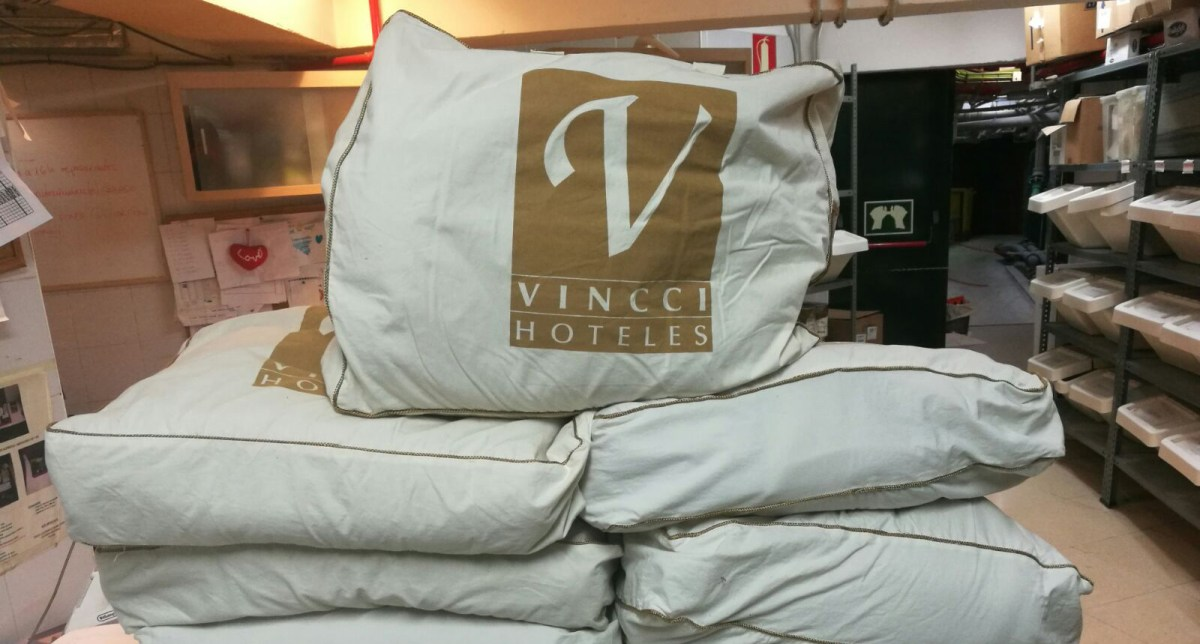 Vincci Hoteles' blankets make the trip from Santander to Greece to help SOS Refugiados