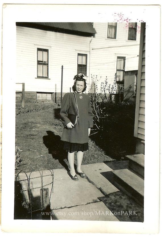 1940s-vintage-woman-in-vintage-image