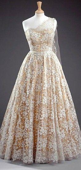 norman-hartnell-gold-tissue-dress