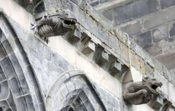 paisley abbey alien