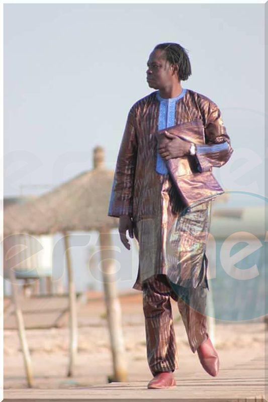 Baba Maal dans un boubou Thioup très élégant regardez!!!
