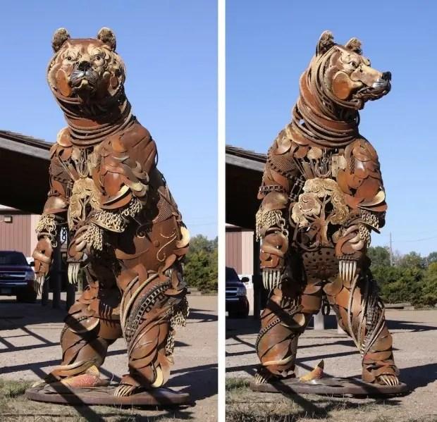 Esculturas de metal oso