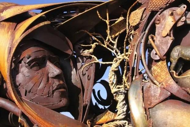 Esculturas de metal  rostros