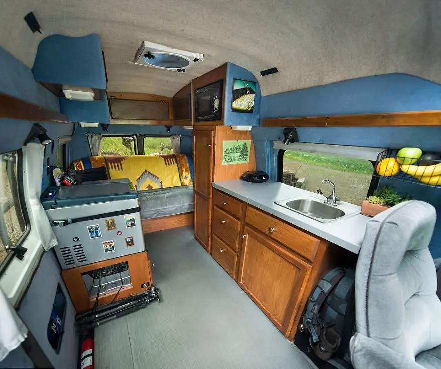 Turning-Grandmas-Old-Van-Into-an-Adventure-Mobile-to-Travel-the-Country1__880