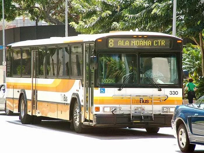 buses-reutilizados-como-hogar-hawaii-3