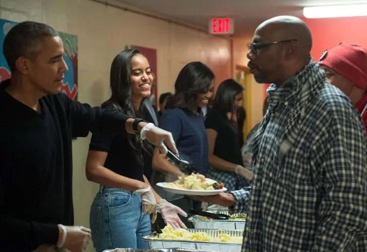 obama-sirve-comida-a-personas-sin-hogar4