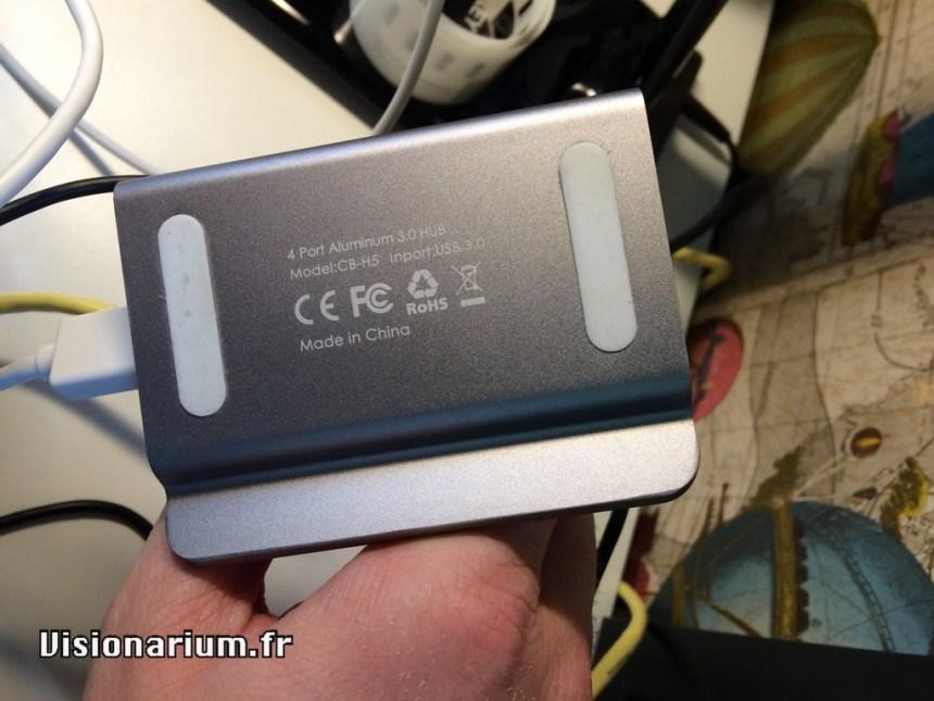 Dessous et référence du hub USB 3 Aukey