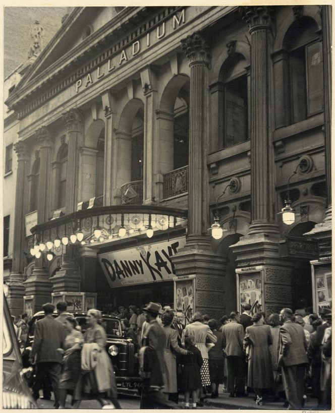 crowd-waiting-outside-the-london-palladium-for-a-danny-kaye-performance-june-1024 (3)