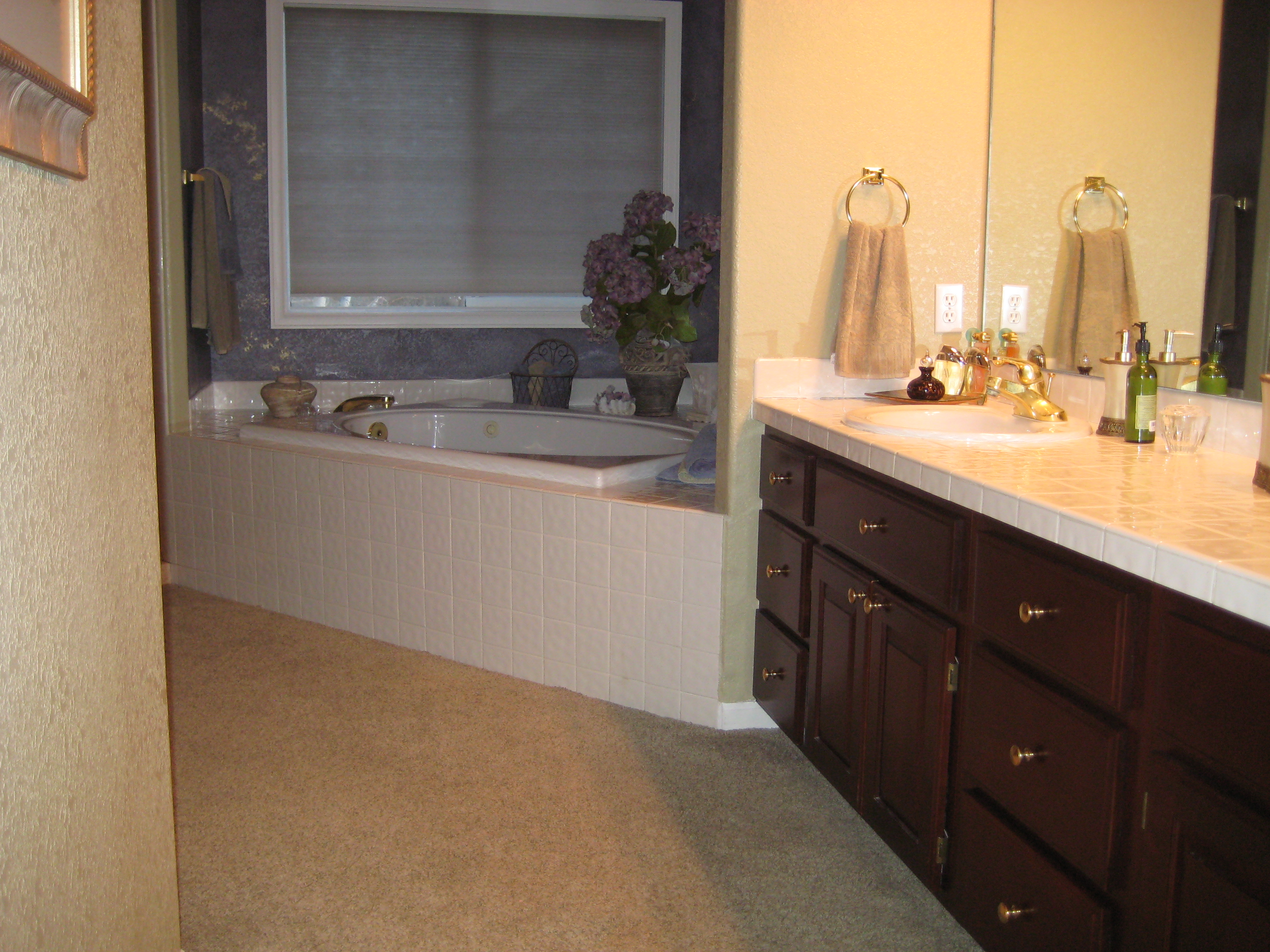HOW TO DEMOLISH A BATHROOM BEFORE YOU REMODEL IT ?