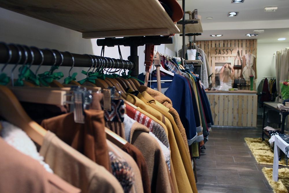 Sassy roba i complements actuals al carrer major de for Empleo molins de rei