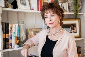 Isabel Allende vive con pasión a los 72 años