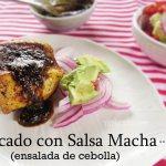 Pescado en Salsa Macha con Ensalada de Cebolla