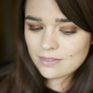 Five Tips to Faking Perfect Eyeshadow When You're Cack Handed Like Me