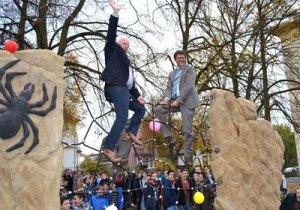 Sportlich: Schulleiter Wolfgang Pfaff und Regionalverbandsdirektor Peter Gillo (Foto: Regionalverband)