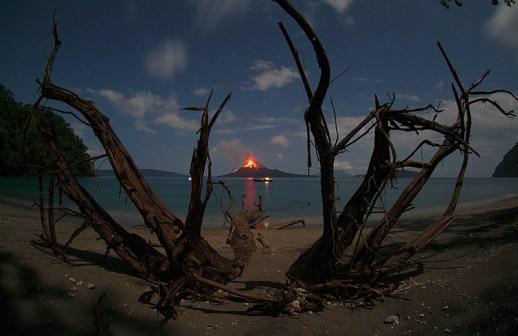 Anak Krakatau en erupción