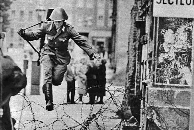 Soldado saltando el muro - Conrad Schumann